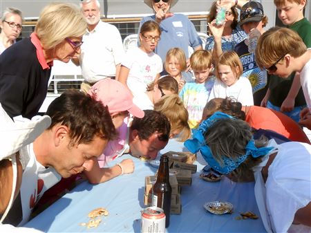 FamDay Pie-eating contest2